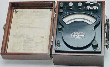 AN AC/DC PORTABLE WATTMETER